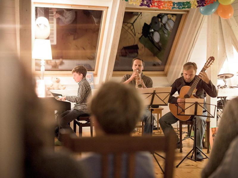 Hausmusik unterm Dach bei der Notenspur-Nacht. Foto: Daniel Reiche, Leipziger Notenspur